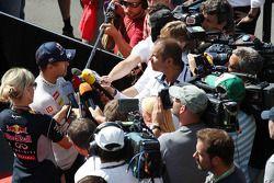 Sebastian Vettel, Red Bull Racing et Kai Ebel, RTL TV Presenter