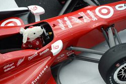 El auto de Scott Dixon en el cículo de la victoria