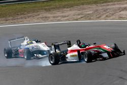 Crash between Sven Muller and Lucas Auer