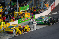 Pit stop for Kyle Busch, Joe Gibbs Racing Toyota and Joey Logano, Penske Racing Ford