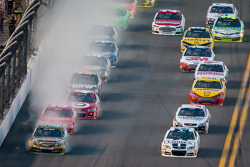 Kyle Busch, Joe Gibbs Racing Toyota and Jimmie Johnson, Hendrick Motorsports Chevrolet lead the field