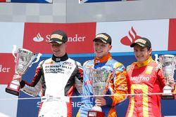 O vencedor Jon Lancaster, segundo colocado James Calado, terceiro colocado Fabio Leimer
