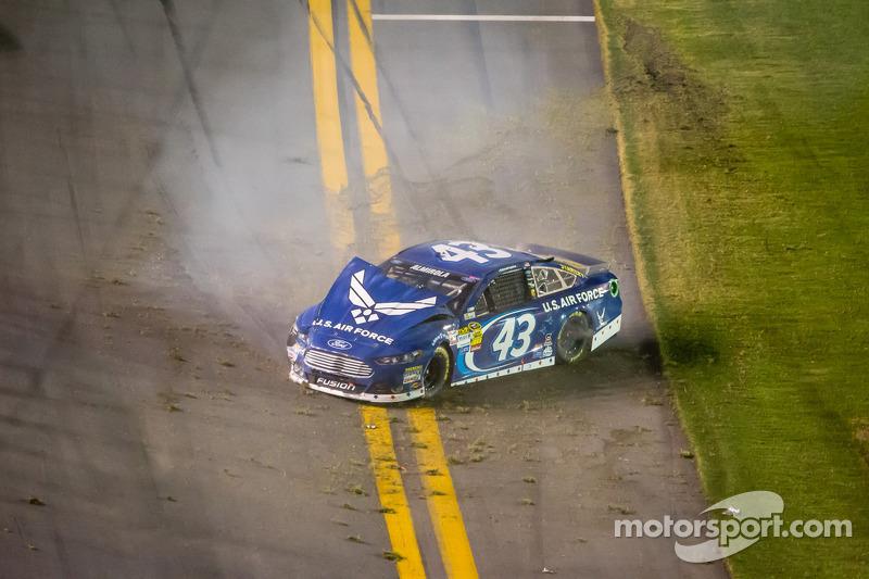 Aric Almirola, Richard Petty Motorsports Ford crasht