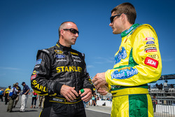 Marcos Ambrose, Richard Petty Motorsports Ford e David Ragan, Front Row Motorsports Ford