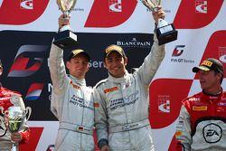 Het podium: Winnaars Maximilian Buhk, Alon Day, Mercedes SLS AMG GT3, HTP Gravity Charouz