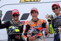 Podium: Sieger Marc Marquez, 2. Cal Crutchlow, 3. Valentino Rossi