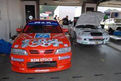 Ex Matt Neal 1998 Nissan Primera en de Ex David Leslie 1996 Honda Accord Super Touring Cars