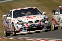 Ex David Leslie 1999 Super Touring Nissan Primera bestuurd door Keith Butcher