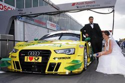 Newlyweds with the car of Mike Rockenfeller