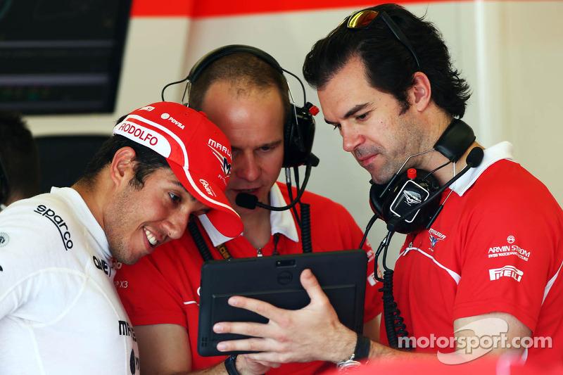 Rodolfo Gonzalez, Marussia F1 Team Reserve Driver, with Marc Hynes, Marussia F1 Team Driver Coach (R