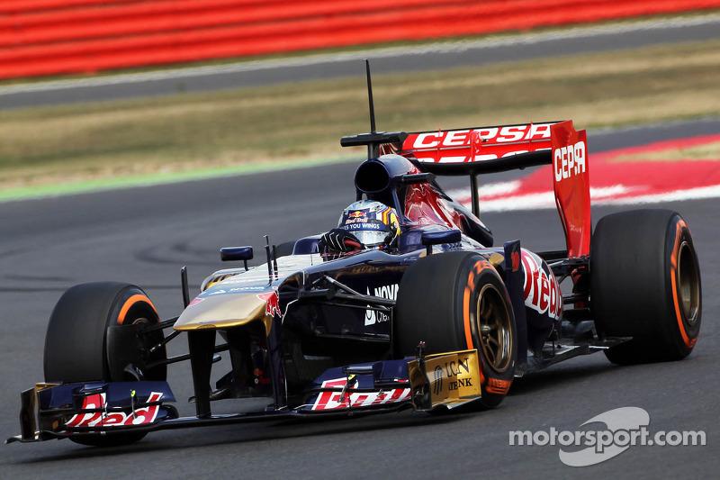 Карлос Сайнс-младший, Scuderia Toro Rosso STR8