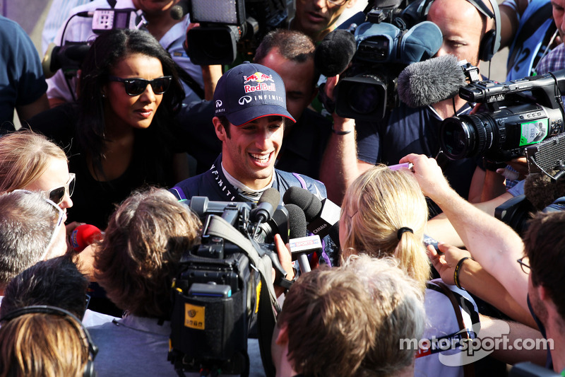 Daniel Ricciardo, Testrijder Red Bull Racing met de media