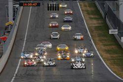 Start: #38 Jota Sport Zytek Z11SN Nissan: Simon Dolan, Oliver Turvey leads