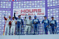 GT podium: Winnaars Johnny Mowlem, Matt Griffin, 2e plaats Joel Camathias, Andrea Bertolini, 3e plaa