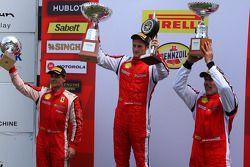 Trofeo Pirelli Podium: winnaar Onofrio Triarsi, 2e plaats Damon Ockey, 3e plaats Alfred Caiola