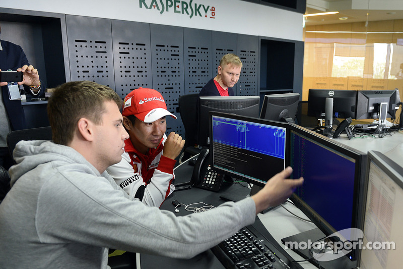 Kamui Kobayashi visita las oficinas de Kaspersky