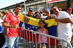Rodolfo Gonzalez, Marussia F1 Team piloto de reserva con fans