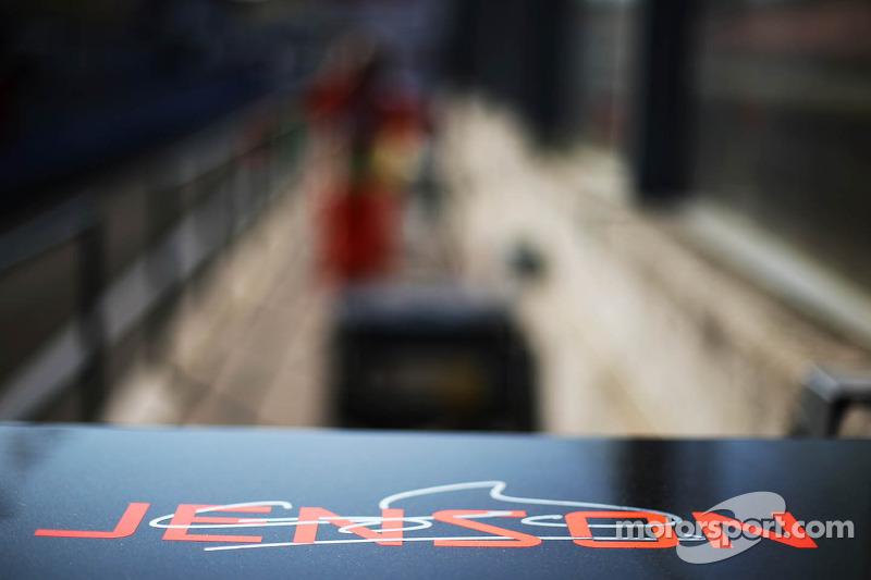 Jenson Button, McLaren logo