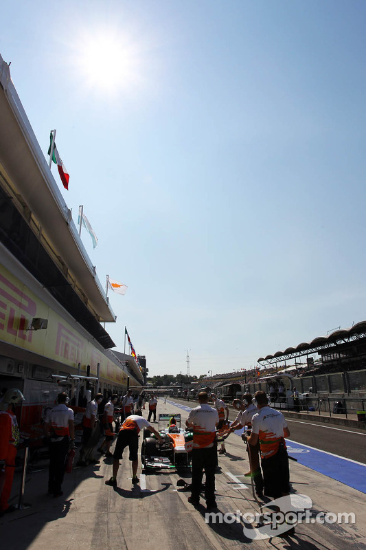 Adrian Sutil, Sahara Force India VJM06, nos pits