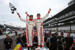 Os vencedores Alex Popow e Ryan Dalziel