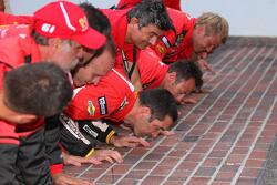 GT vencedores Max Papis and Jeff Segal kiss the yard of bricks