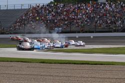 Largada: #10 Wayne Taylor Racing Corvette DP: Max Angelelli, Jordan Taylor lidera