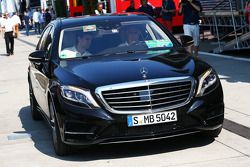 De Mercedes van Bernie Ecclestone, CEO Formula One Group, in de paddock