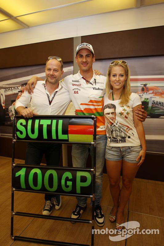 Adrian Sutil, Sahara Force India F1, celebra 100 GPs com a equipe com a sua namorada Jennifer Becks e seu manager Manfred Zimmerman