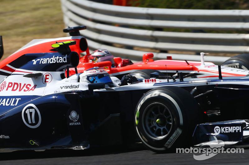 Valtteri Bottas, Williams FW35 ve Jules Bianchi, Marussia F1 Team MR02 pozisyon mücadelesi