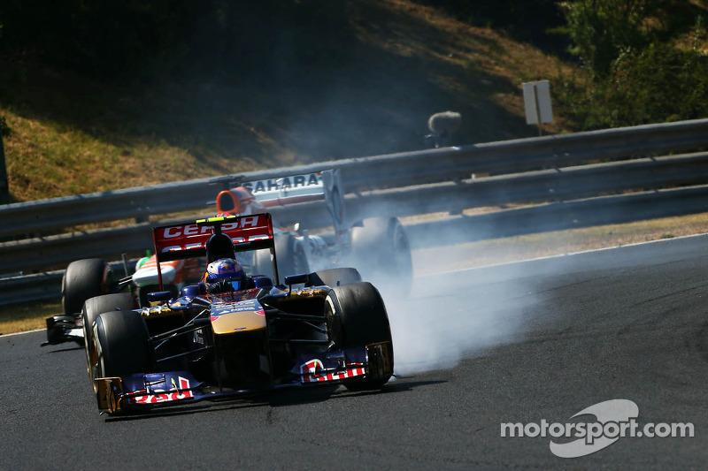 Daniel Ricciardo, Scuderia Toro Rosso STR8 locks up under braking
