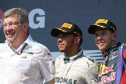 Ross Brawn, Mercedes GP, Technical Director, Lewis Hamilton, Mercedes AMG F1 and Sebastian Vettel, R