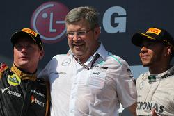 Kimi Raikkonen, Lotus F1 Team, Ross Brawn, Mercedes GP, Technical Director and Lewis Hamilton, Merc