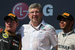 Kimi Raikkonen, Lotus F1 Team, Ross Brawn, Mercedes GP, Technical Director and Lewis Hamilton, Merce