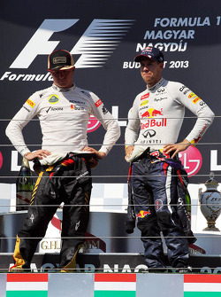 (Da esquerda para direita): Kimi Raikkonen, Lotus F1 Team, e Sebastian Vettel, Red Bull Racing, no pódio