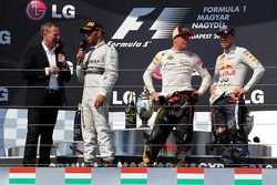 Martin Brundle, Sky Sports ; Lewis Hamilton, Mercedes AMG F1 ; Kimi Räikkönen, Lotus F1 Team ; Sebastian Vettel, Red Bull Racing