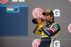 O terceiro colocado Felipe Nasr