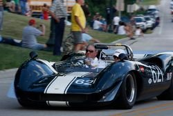 Desfile em Elkhart Lake. #621 1965 Lola T-70: Tom Shelton