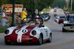 Racewagens paraderen door Elkhart Lake. #70 1961 Porsche 356B: Vic Sirmants