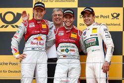 2e plaats Mattias Ekström, Ernst Moser, head of Audi Sport Team Phoenix, racewinnaar Mike Rockenfell