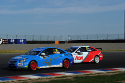 Pepe Oriola, SEAT Leon WTCC, Tuenti Racing and Tom Chilton, Chevrolet Cruze 1.6 T, RML