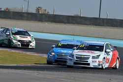 Pepe Oriola, SEAT LeonWTCC, Tuenti Racing en Tom Chilton, Chevrolet Cruze 1.6 T, RML
