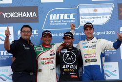 1. Jose Maria Lopez, BMW 320 TC, Wiechers-Sport; Teammanager Dominik Greiner, Wiechers-Sport; 2. Gabriele Tarquini, Honda Civic, Honda Racing Team J.A.S.; 3. Pepe Oriola, SEAT Leon WTCC, Tuenti Racing