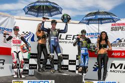 SuperBike corrida #1 pódio: primeiro lugar Josh Herrin, segundo lugar Roger Hayden, terceiro lugar Josh Hayes