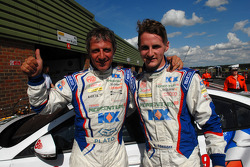 MG Duo Jason Plato en Sam Tordoff vieren de 1-2 in de kwalificatie