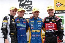 1er Andrew Jordan, 2e Matt Neal, 3e Aron Smith, avec Lea Wood