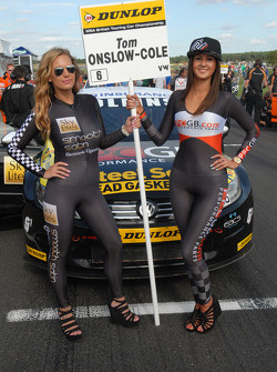 Grid Girls van Tom Onslow-Cole