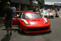 Meer dan 200 Ferrari's bij elkaar voor het 20-jarige jubileum van de Modena Trackdays