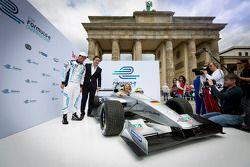 Test pilotu Lucas di Grassi, Alejandro Agag, CEO, Formula E Holding, Formula E Berlin tanıtımı