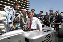 Mayor Villaraigosa tries out the Formual E prototype car for size
