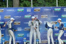 DP pódio: vencedores Scott Mayer, Brendon Hartley; o segundo lugar Christian Fittipaldi, João Barbos
